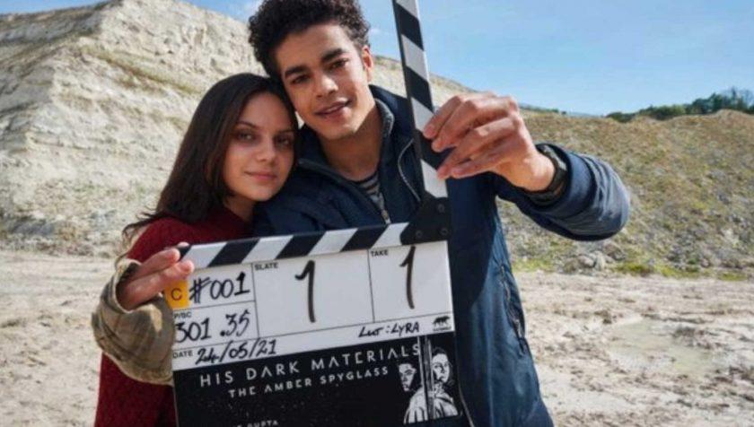 His Dark Materials: Dafne Keen e Amir Wilson sul set della terza stagione